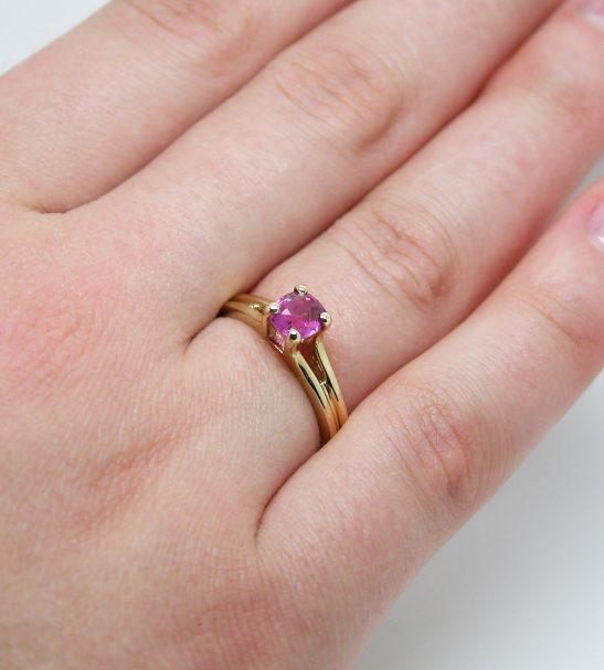 Золотое кольцо с Рубином кушон.