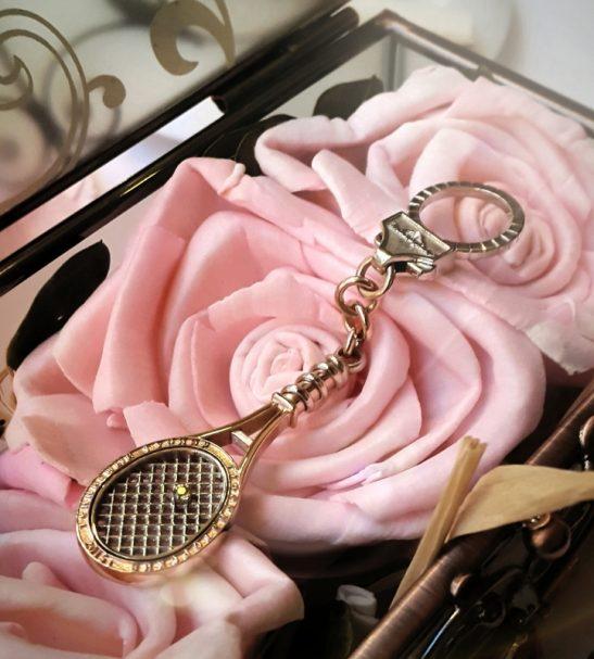 Эксклюзивный брелок Теннисная ракетка из комбинированного золота с жёлтыми сапфирами