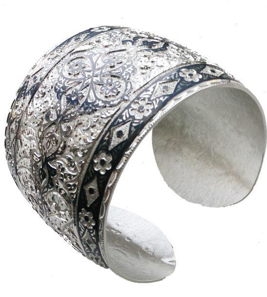 Кубачинский браслет с чеканкой