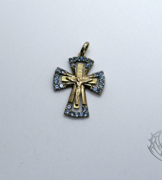 Нательный крест с фианитами