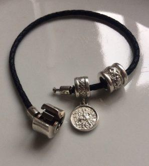 Кожаный браслет с серебряными бусинами