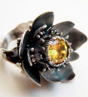 """Кольцо """"Кувшинка"""" серебро камень фианит желтый"""