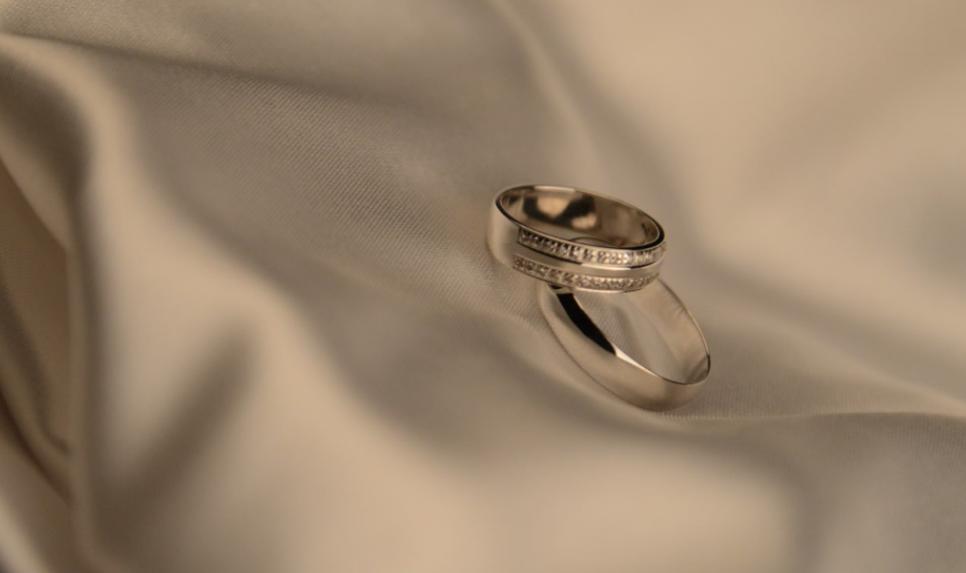 0973f4f8dbcd 7 подсказок  как выбрать правильные обручальные кольца  — JEWELMARKET.RU