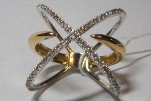 Кольцо, золото 750, вес 6,7 грамм, размер 18, бриллианты 3/5, 0,