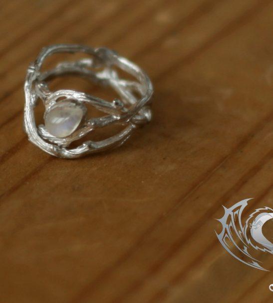 """Кольцо """"Веточки"""" с лунным камнем"""
