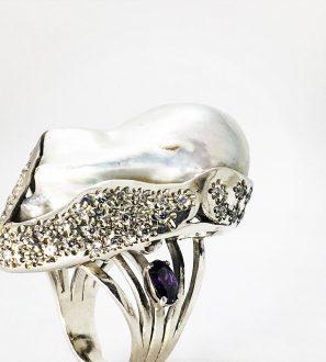 Кольцо с большой жемчуженой