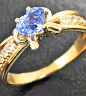 Золотое кольцо с синим сапфиром карат и лейкосапфирами