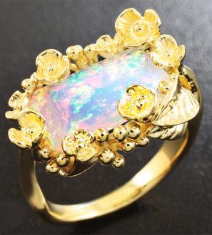 Золотое кольцо с ограненным эфиопским опалом