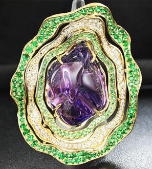 Золотое кольцо с уругвайским аметистом, цаворитами и лейкосапфирами
