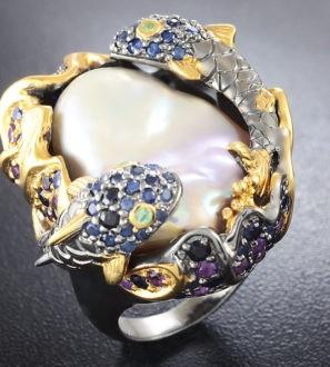 Серебряное кольцо с жемчужиной барокко, аметистами, синими сапфиарми и перидотами