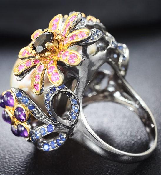 Серебряное кольцо с жемчужиной барокко и самоцветами