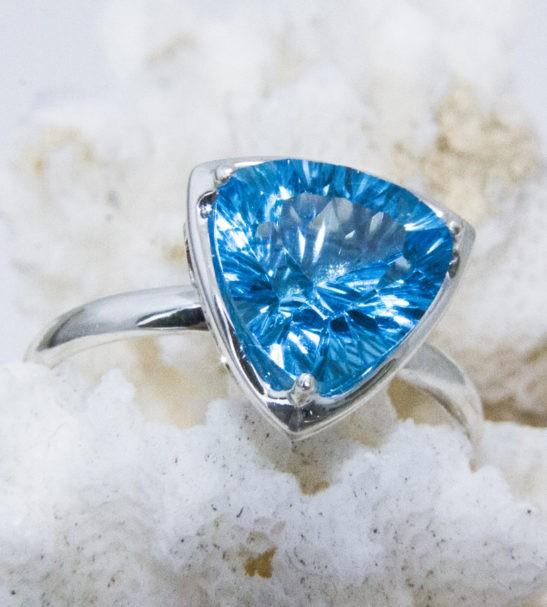 Кольцо серебряное с топазом. Арт. 111190