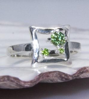Кольцо из серебра с демантоидом. Арт. 610370К